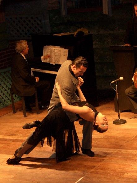 2048px-Tango-Show-Buenos-Aires-01