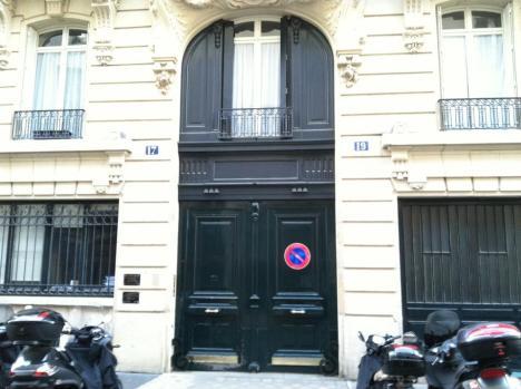 Jim_Morrison's_Apartment_Building_in_Les_Marais,_Paris,_France_-_17–19_rue_Beautreillis_1