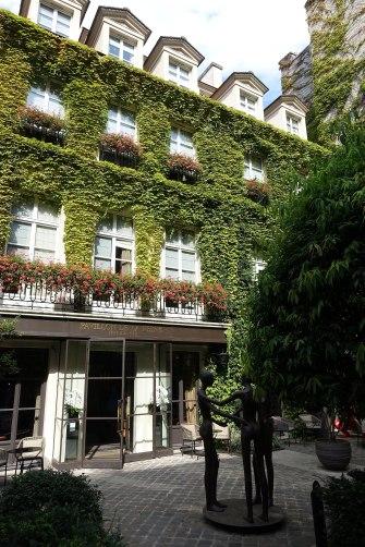 Le_Pavillon_de_la_Reine_@_Hotel_@_Le_Marais_@_Paris_(28979926170)