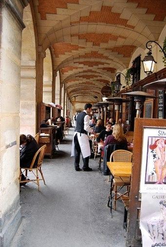 Place_des_Vosges_in_le_Marais