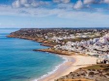 2048px-Praia_da_Luz_Portugal_February_2015_07_(cropped)