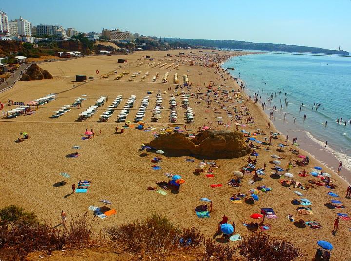 Praia_da_Rocha-Portimao_(Portugal)_(9994810936)
