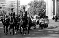 Princess_Diana_Funeral_St_James_Park_1997