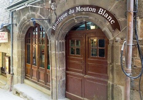 Façade_de_l'ancienne_hôtellerie_de_l'escu_de_Bretaigne_(Le_Mont-Saint-Michel,_Manche,_France)