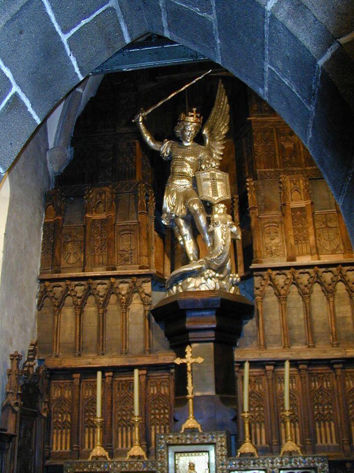 Mont_Saint-Michel_40_-_Statue_Saint-Michel