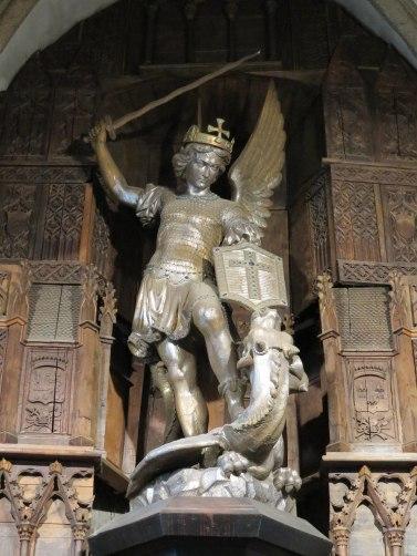 Statue_Saint-Michel_dragon_Mont-Saint-Michel