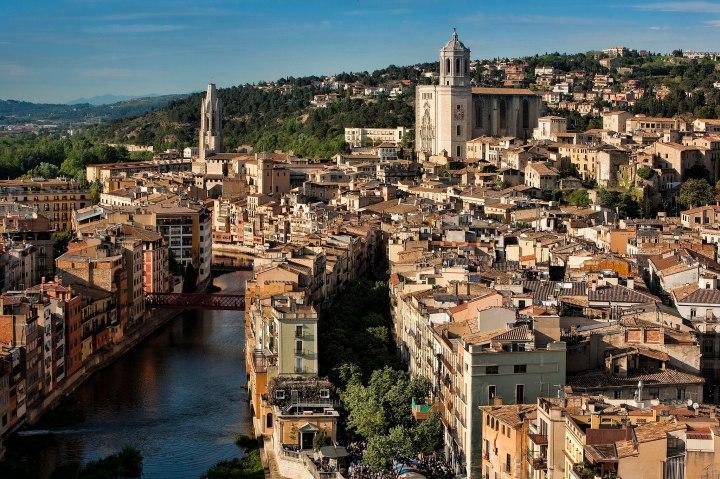 2048px-Girona_des_de_l_aire