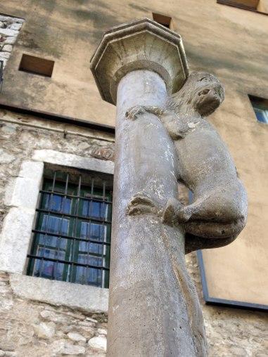 465_Columna_de_la_Lleona,_pl._Sant_Feliu_(Girona)