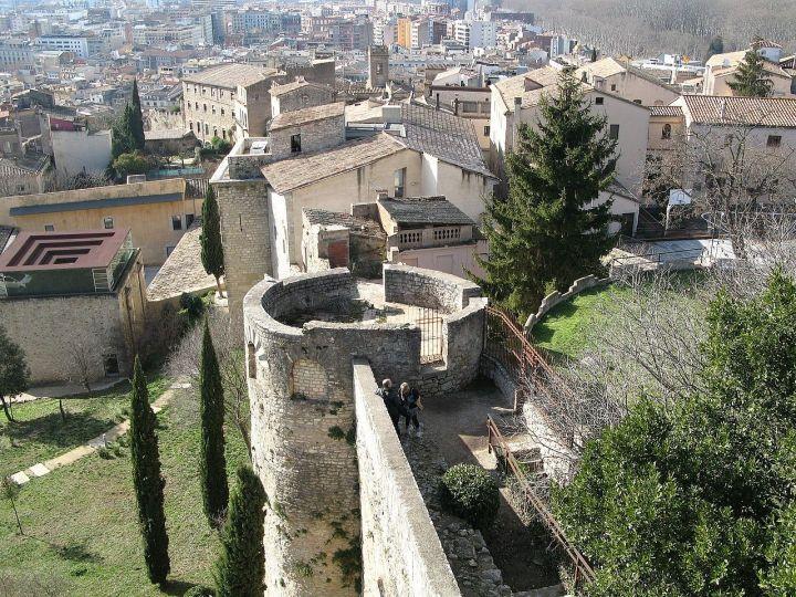 City_walls_in_Girona,_Spain_02