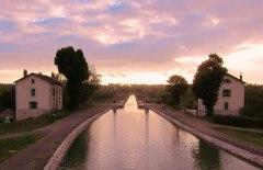 barge Briare_Canal_Aqueduct_-_panoramio